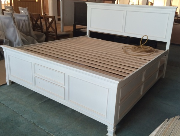 PREVERLY KING BED WITH STORAGE-NM01